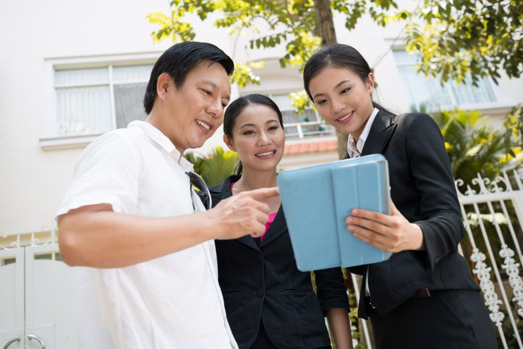 asian couple talking to real estate agent