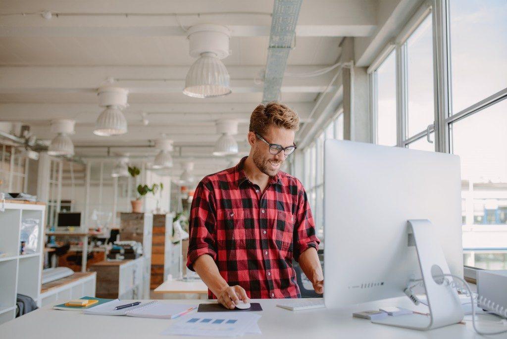 Entrepreneur using a mac