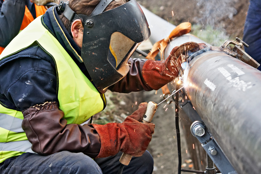 welding big pipes