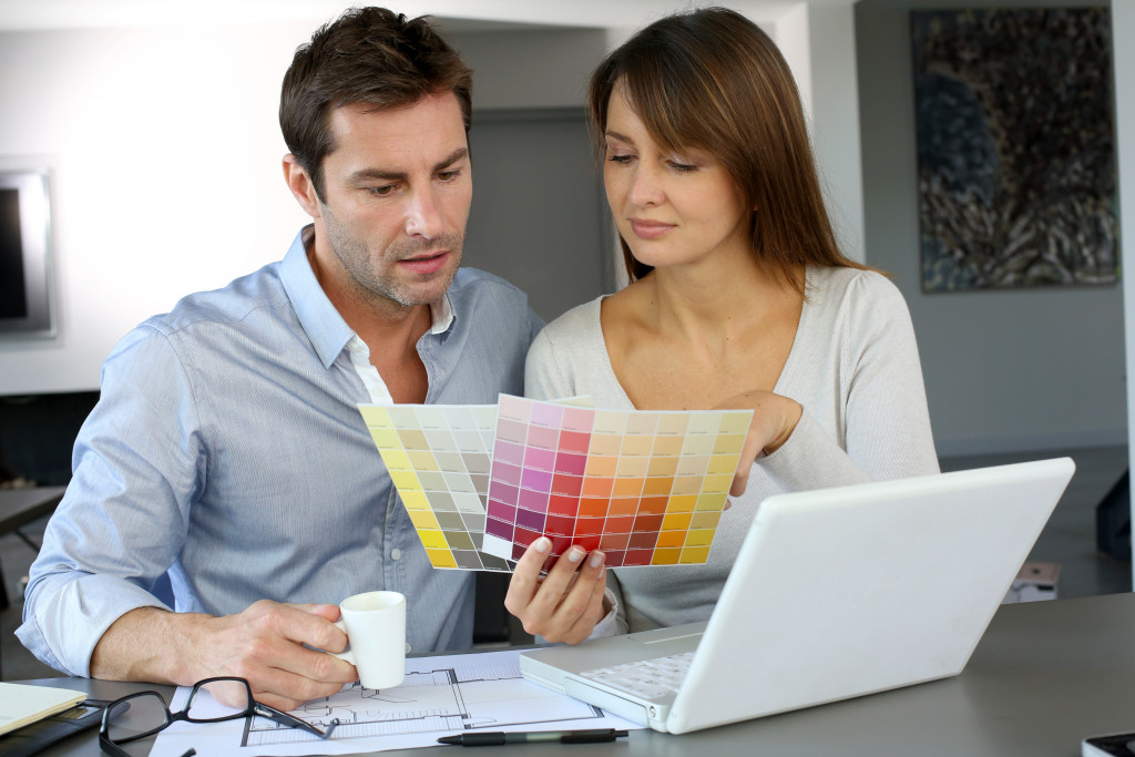 couple choosing color