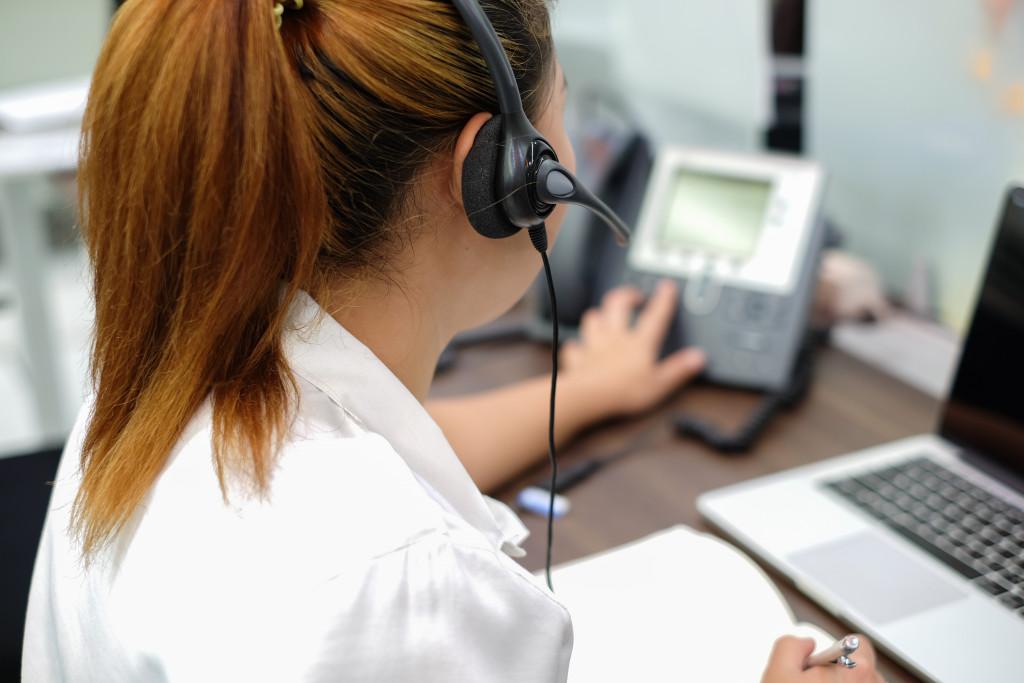 customer service representatitve