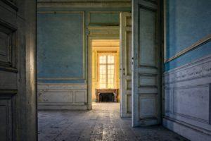 old house' hallway